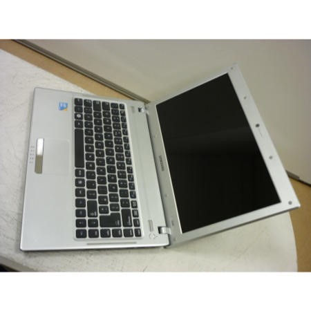 Preowned T2 Samsung Q330 NP-Q330-JA02UK - Silver Body/Black Laptop